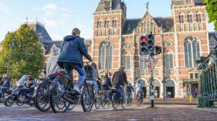De gemeente Amsterdam onderneemt veel op het gebied van fietsen. Wij gaan twee maatregelen onderzoeken.